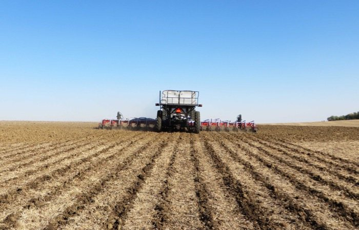 Slide_GEN_II_on_16_row_Strip_Till_bar_4